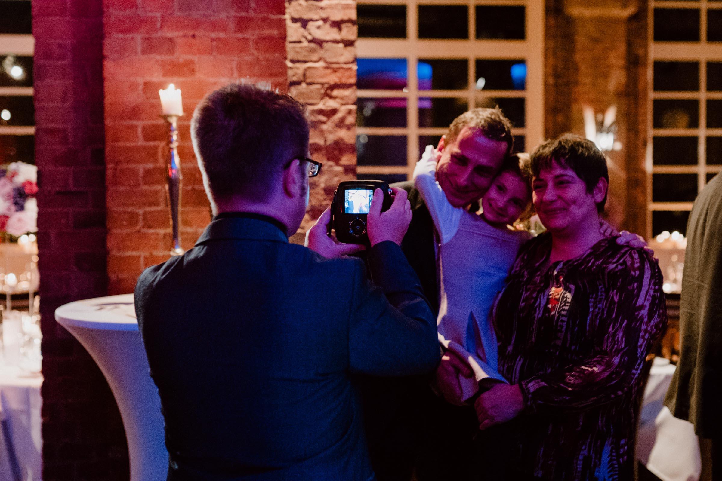 Polaroid   Kamera   Koffer   Bilder   Instax   Mieten   Hochzeit   Wedding   Sofortbild   Knipsel