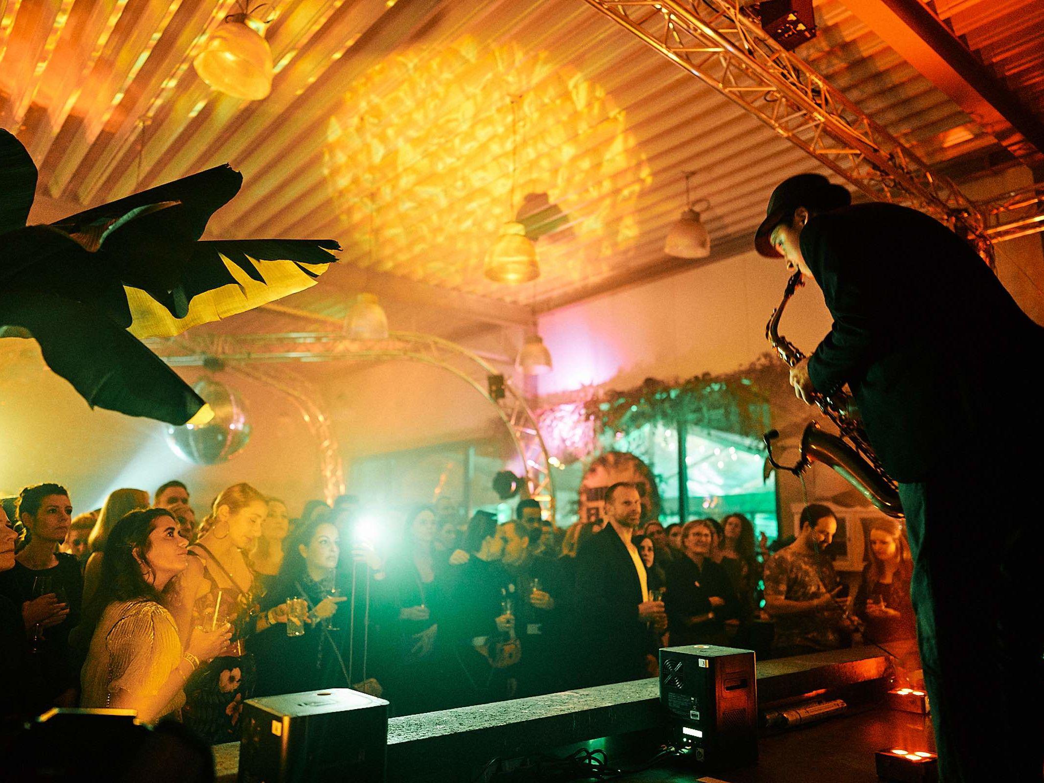 Saxophonist | Hochzeit | Sommerfest | Hochzeit | Gala | Firmenfeier | Saxophon | Buchen | Empfang | Party | Buchen | Livemusik | House | Electro | Pop | Party | Event | Empfang | Messe | Mieten | Braunschweig | Hannover | Hameln