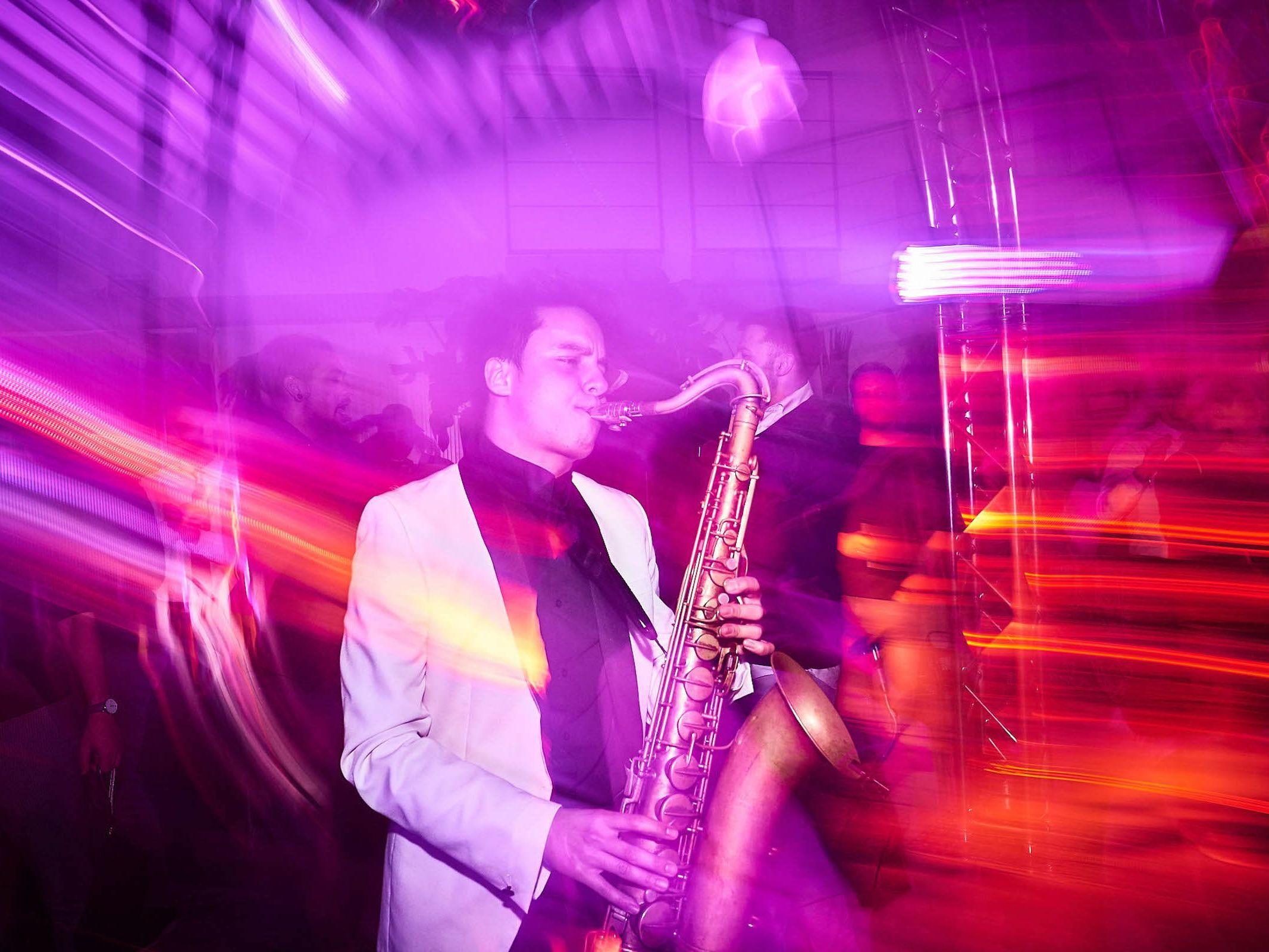 Saxophonist | Hochzeit | Sommerfest | Hochzeit | Gala | Firmenfeier | Saxophon | Buchen | Empfang | Party | Buchen | Livemusik | House | Electro | Pop | Party | Event | Empfang | Messe | Mieten