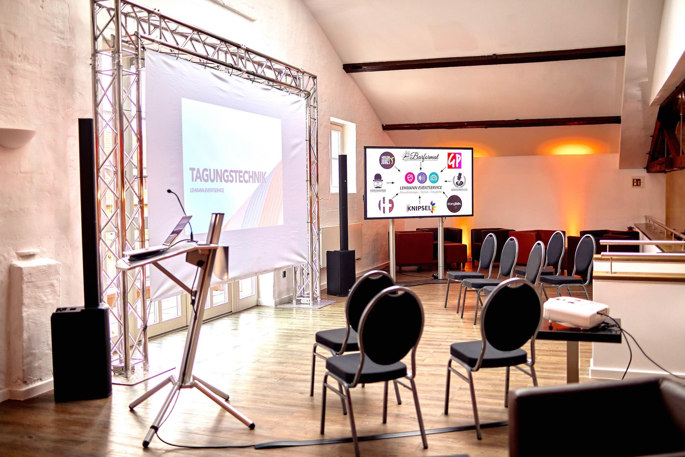 Tagungstechnik | Hannover | Mikrofone | Beamer | LCD | Leinwände | Rednerpult | Flipchart | Tagung | Online | Virtuell | Bühne | Lichttechnik | Tontechnik | Beschallung | Traversen | Mieten | Buchen | Lehmann | Eventservice
