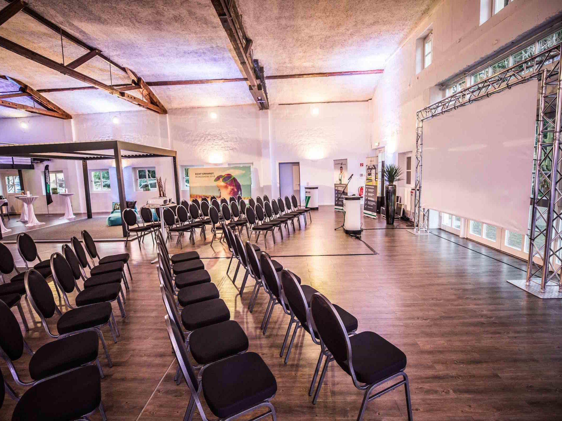 Tagungstechnik   Hannover   Mikrofone   Beamer   LCD   Projektoren   Leinwände   Rednerpult   Bühne   Lichttechnik   Tontechnik   Beschallung   Mieten   Buchen   Lehmann   Eventservice