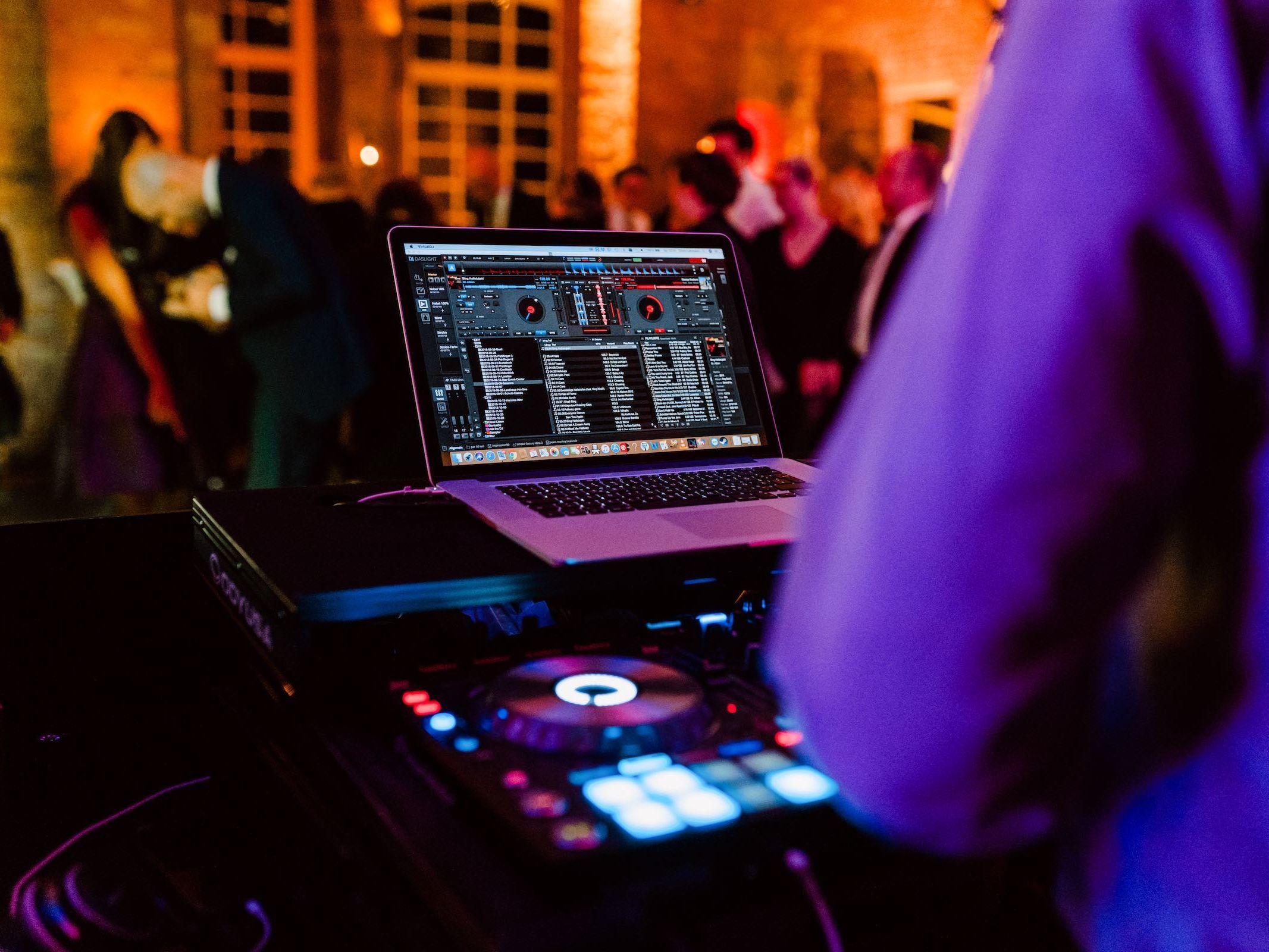 Burg | Königsworth | Roneburg | Hannover | Hochzeit | Geburtstag | Firmenfeier | Event | Locations | DJ | Hochzeit | DJ | Geburtstag | Hochzeitsplanung | Hochzeitsplaner | Referenz | Lehmann | Eventservice