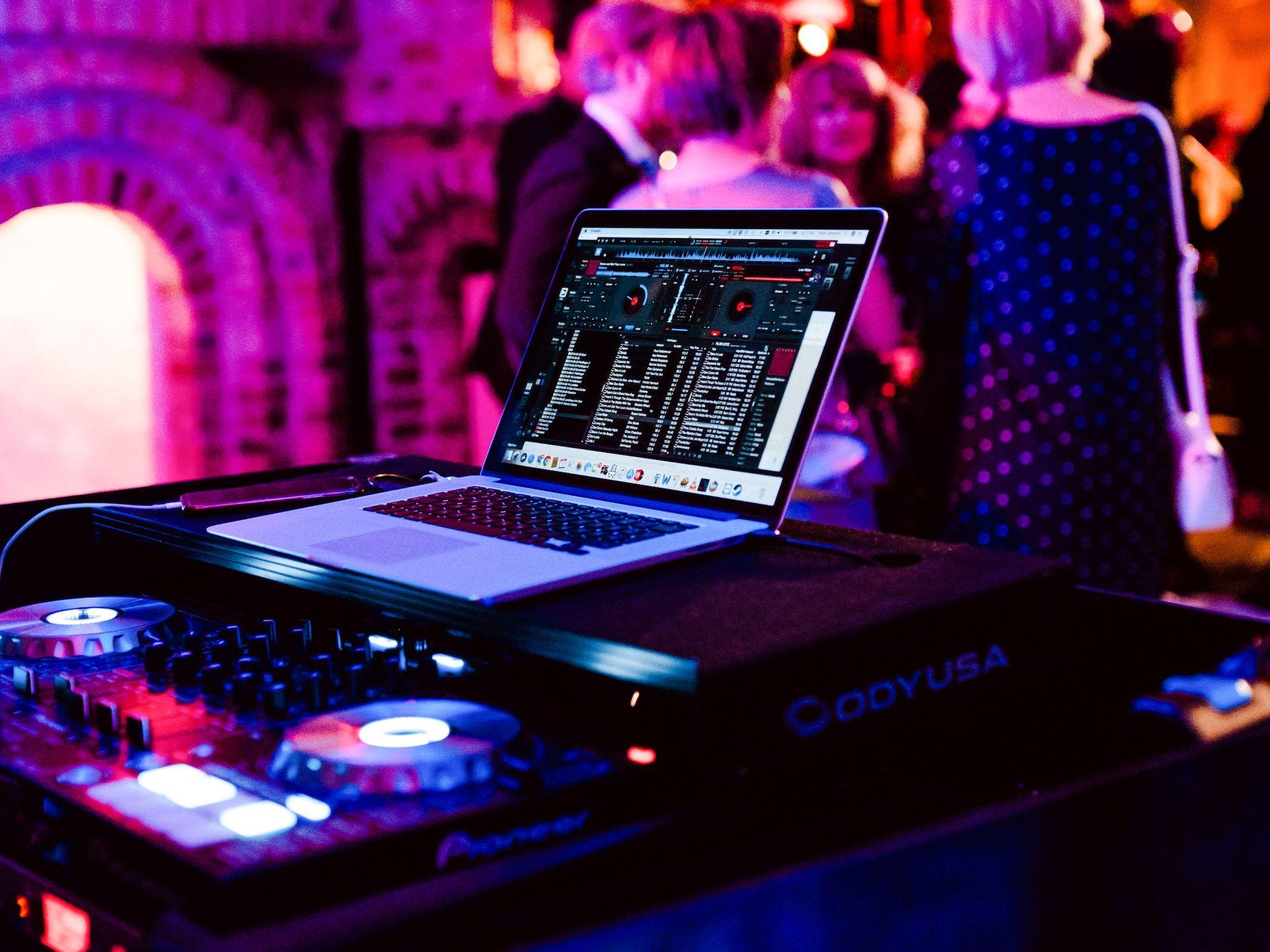 Burg   Königsworth   Roneburg   Hannover   Hochzeit   Geburtstag   Firmenfeier   Referenz   Locations   Fotografie   DJ   Agenut   Service   Lehmann   Eventservice
