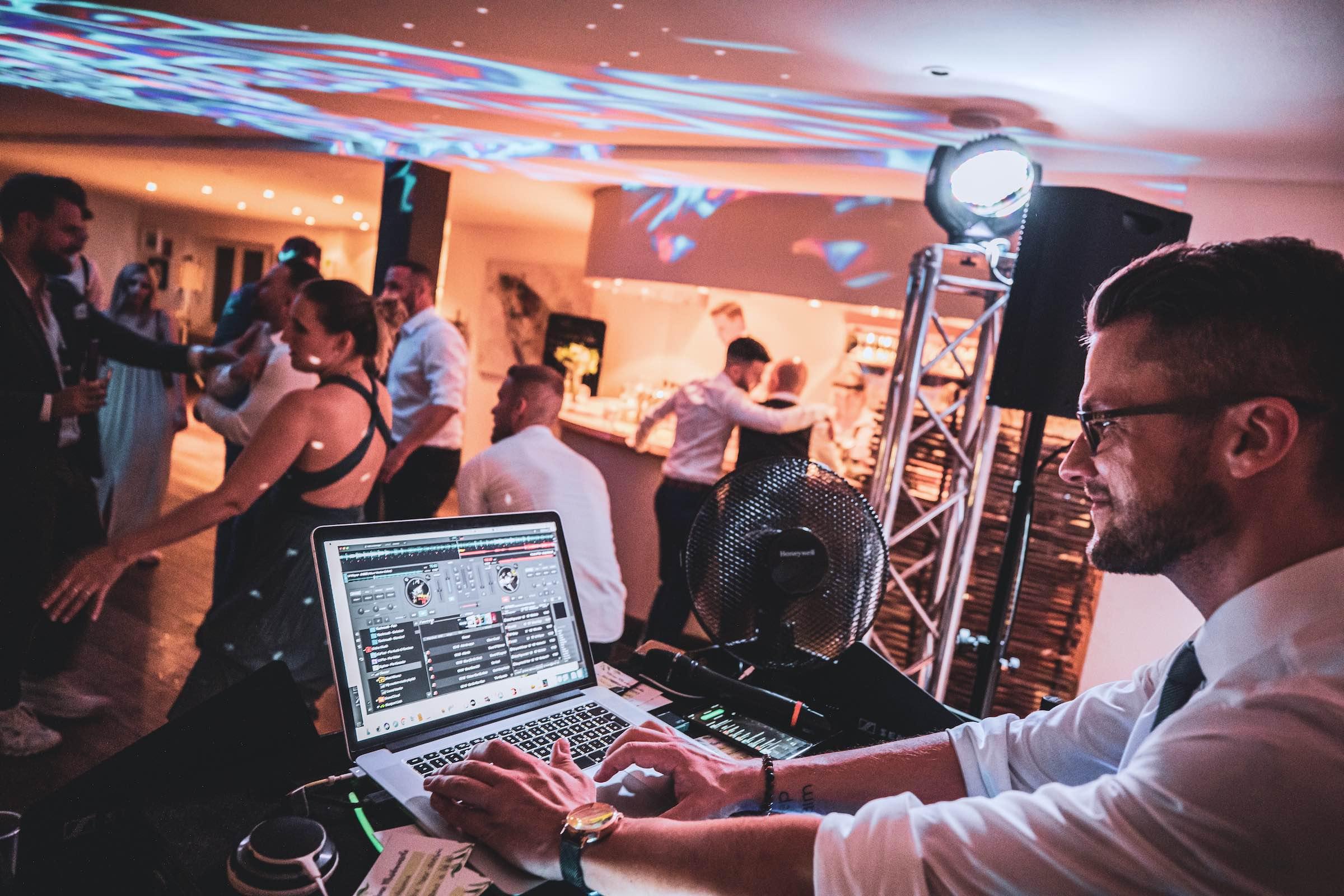 DJ | Braunschweig | Hannover | Buchen | Discjockey | Daniel | Paar | Messe | DJ | Geburtstag | DJ | Mieten | Anfragen | DJ | Agentur | Landhaus | am | See | Lehmann | Eventservice
