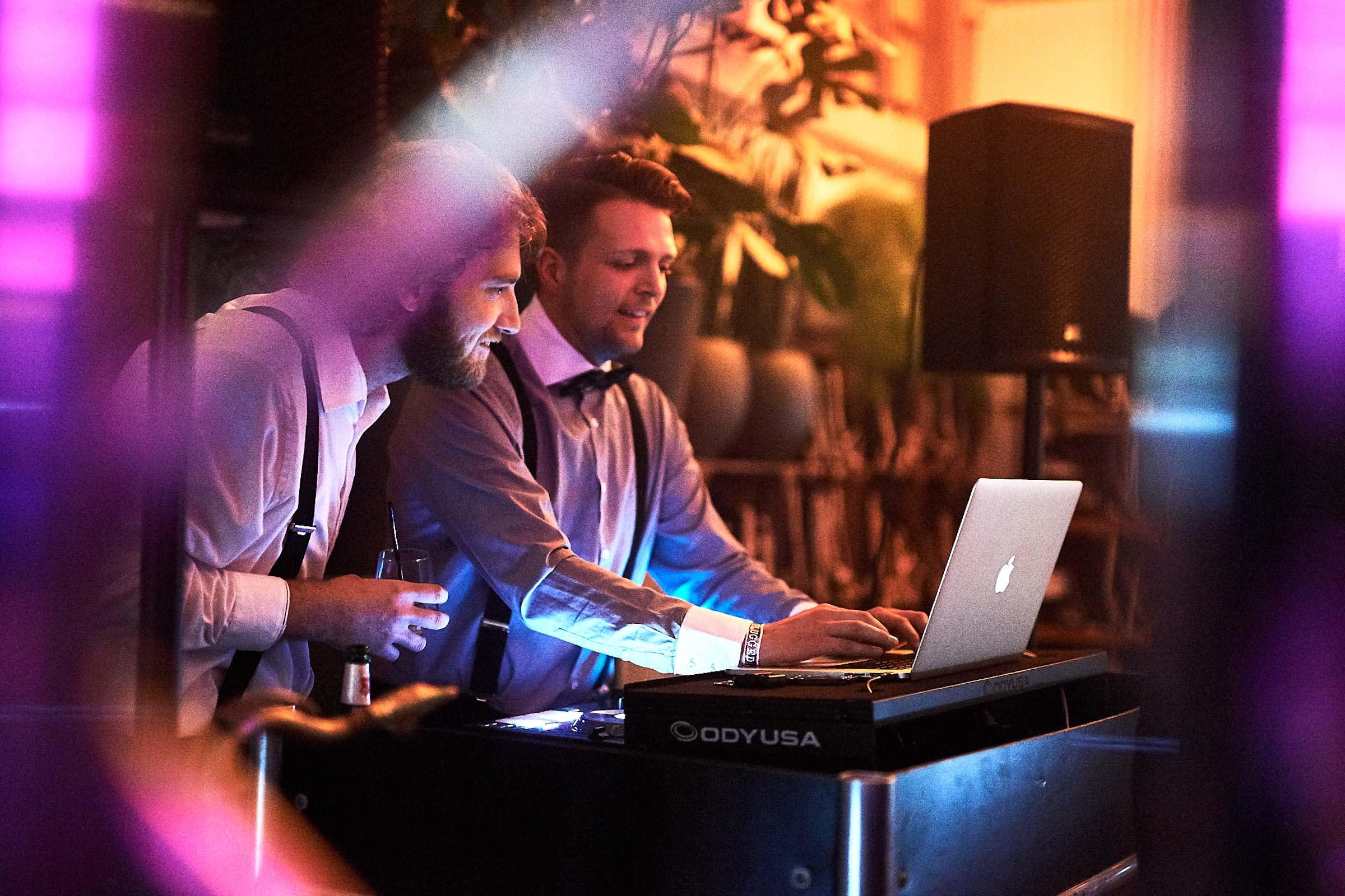DJ | Hannover | Hochzeit | Timm | Lehmann | DJ | Firmenfeier | Event | DJ | Geburtstag | Buchen | Discjockey | Mieten | Anfragen | Musikwünsche | Lehmann | Eventservice
