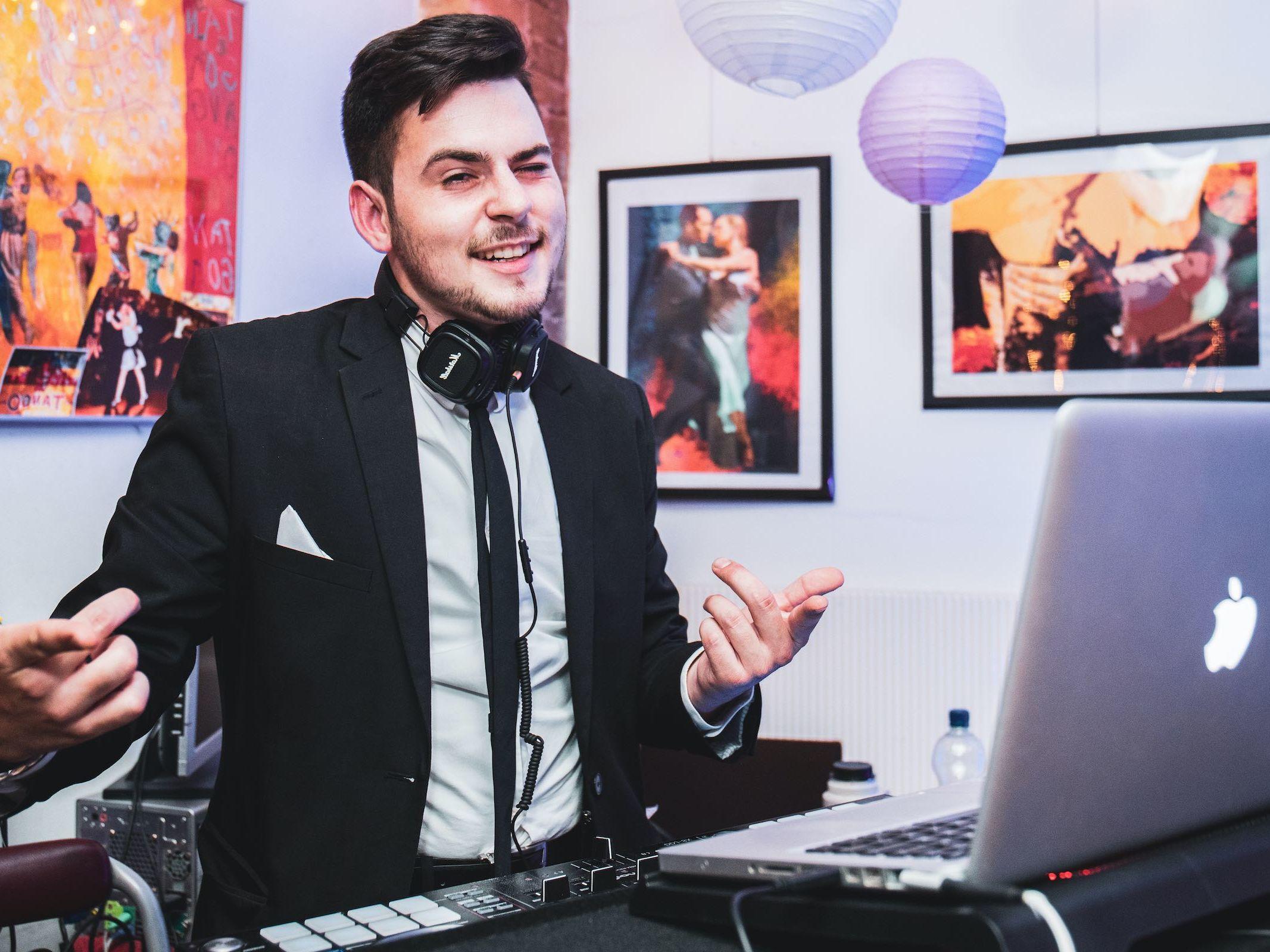 DJ | Hannover | Mieten | Buchen | Hannover | Marvin | Feike | DJ | Hochzeit | Messe | DJ | Event | DJ | Geburtstag | DJ | Betriebsfeier | DJ | Buchen | Discjockey | Mieten | DJ | Agentur | Lehmann | Eventservice
