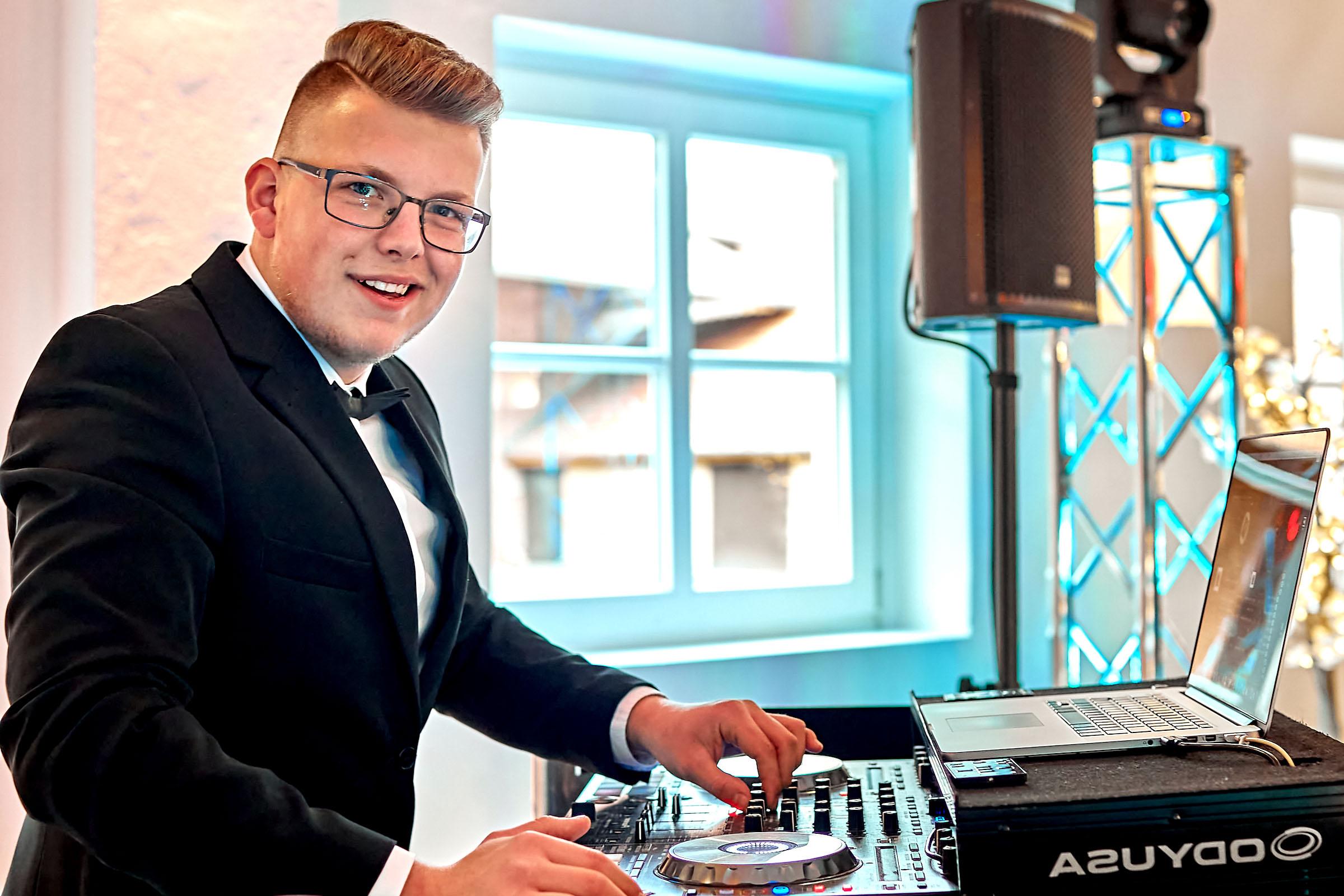 DJ | Hochzeit | Hannover | DJ | Hochzeit | Pascal | Seeger | DJ | Messe | DJ | Firmenfeier | DJ | Firmenevent | DJ | Geburtstag | DJ | Service | DJ | Agentur | DJ | Braunschweig | Buchen | Anfragen | Lehmann | Eventservice