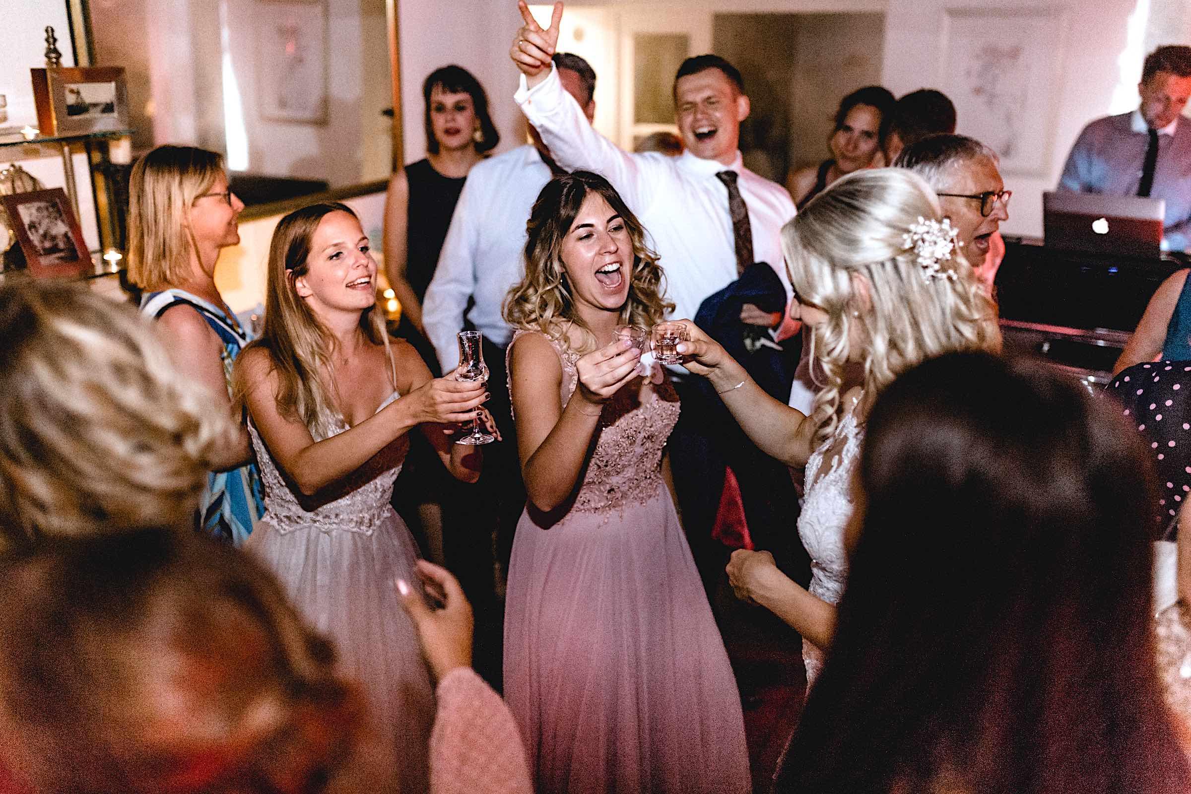 Dj | Hannover | Hochzeit | DJ | Buchen | Hannover | Hameln | Braunschweig | DJ | Geburtstag | DJ | Betriebsfeier | DJ | Buchen | Discjockey | Mieten | DJ | Agentur | DJ | Timm | Lehmann | Eventservice