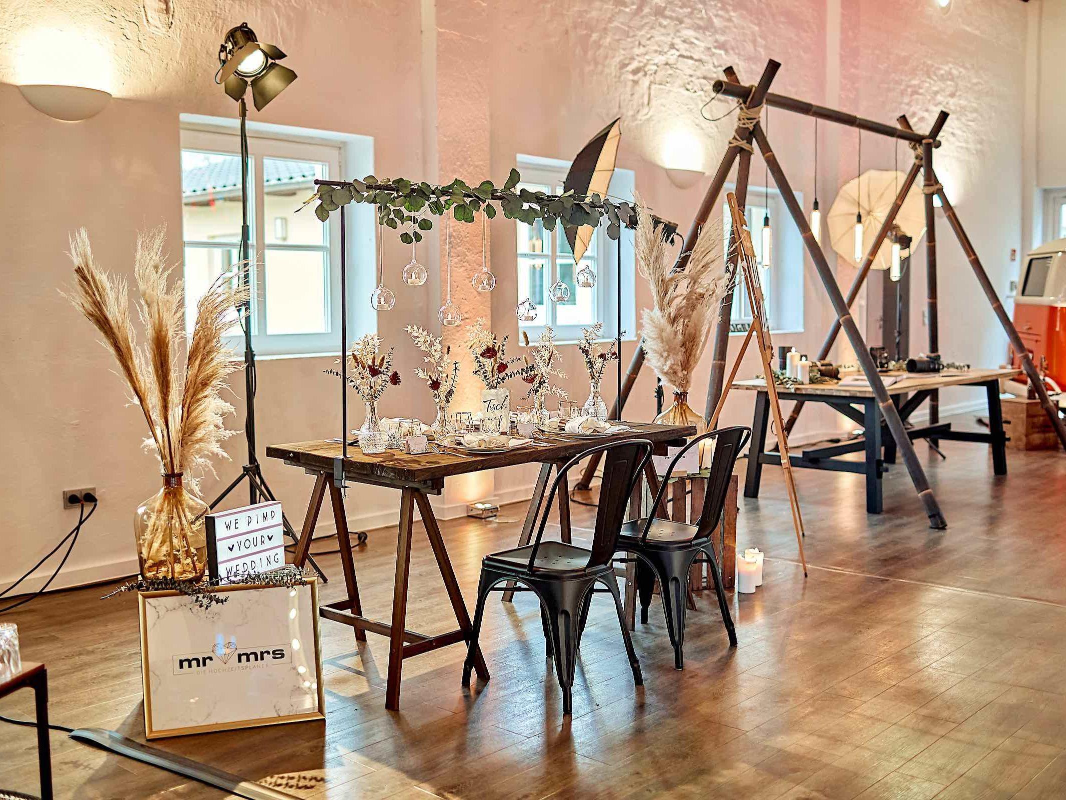 Eventplaner   Eventaustattung   Mieten   Buchen   Hochzeitsplaner   Dekoration   Hochzeiten   Modenschauen   Firmenfeiern   Gala   Tischdekoration   Technik   Logistik   Lieferung   Hannover   Braunschweig