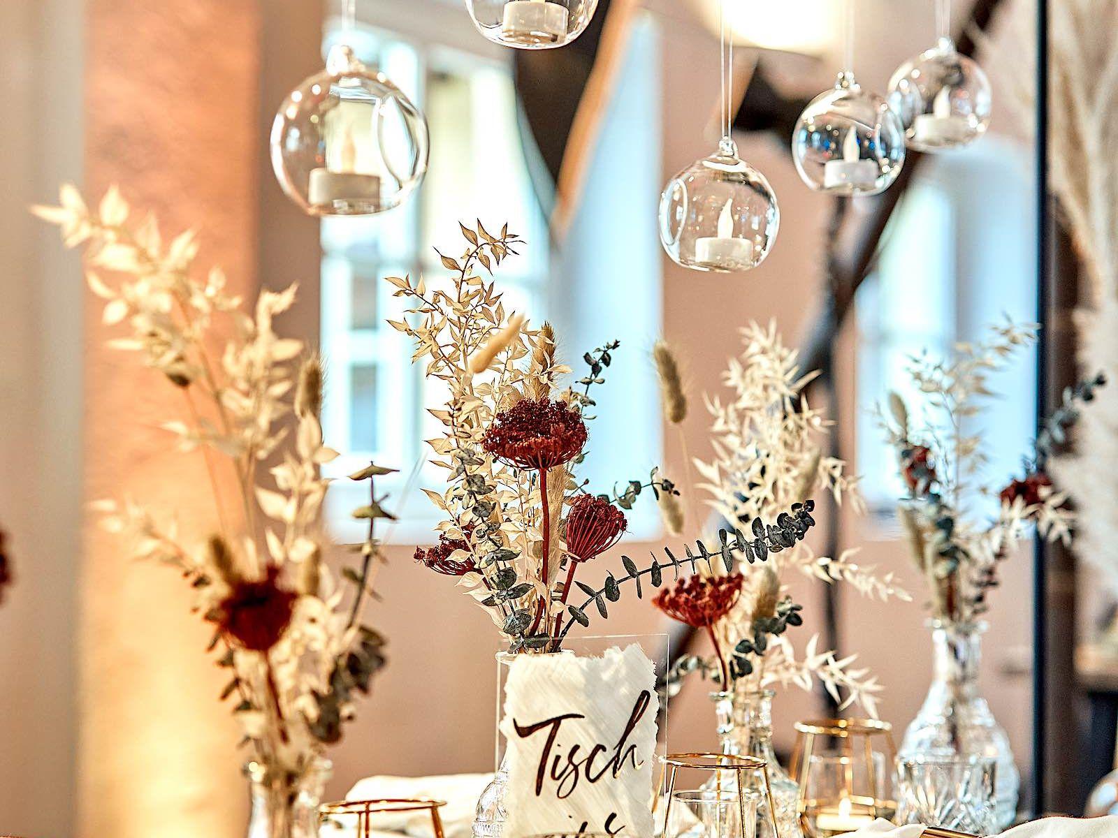 Eventplaner   Eventaustattung   Mieten   Buchen   Hochzeitsplaner   Hochzeiten   Dekoration   Tischdekoration   Firmenfeiern   Gala   Tischdekoration   Technik   Logistik   Lieferung   Hannover   Hildesheim