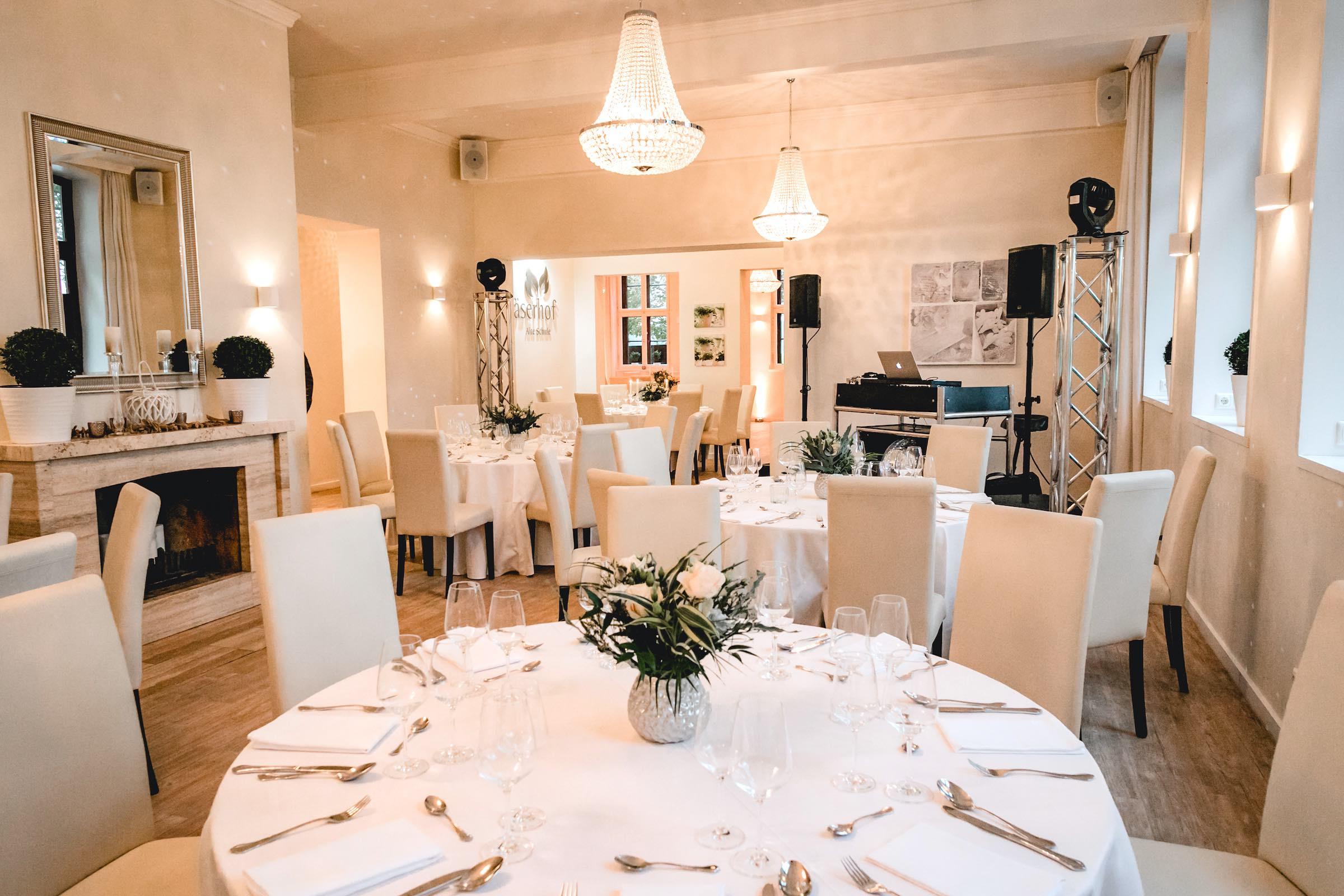 Häserhof | Reddestorf | Location | Referenz | DJ | Fotobox | Fotograf | Raumbeleuchtung | Hochzeit | Mieten | Buchen | Lehmann | Eventservice
