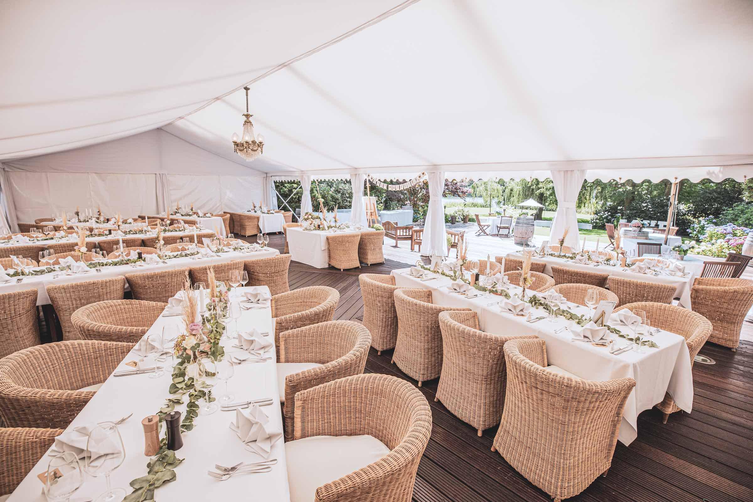 Landhaus | am | See | Hannover | Restaurant | Dekoration | Floristik | Eventaustattung | Tischdekoration | Hochzeitsplaner | DJ | Fotobox | Hannover | Lehmann | Eventservice