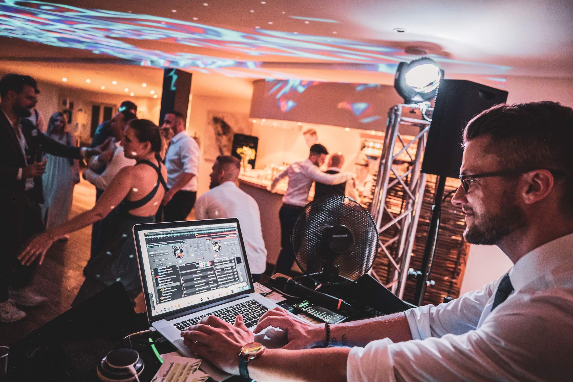 Landhaus   am   See   Restaurant   Restaurant   Referenz   Location   Fotograf   DJ   Hochzeit   DJ   Geburtstaga   DJ   Firmenfeier   Mieten   Buchen   Hannover   Lehmann   Eventservice