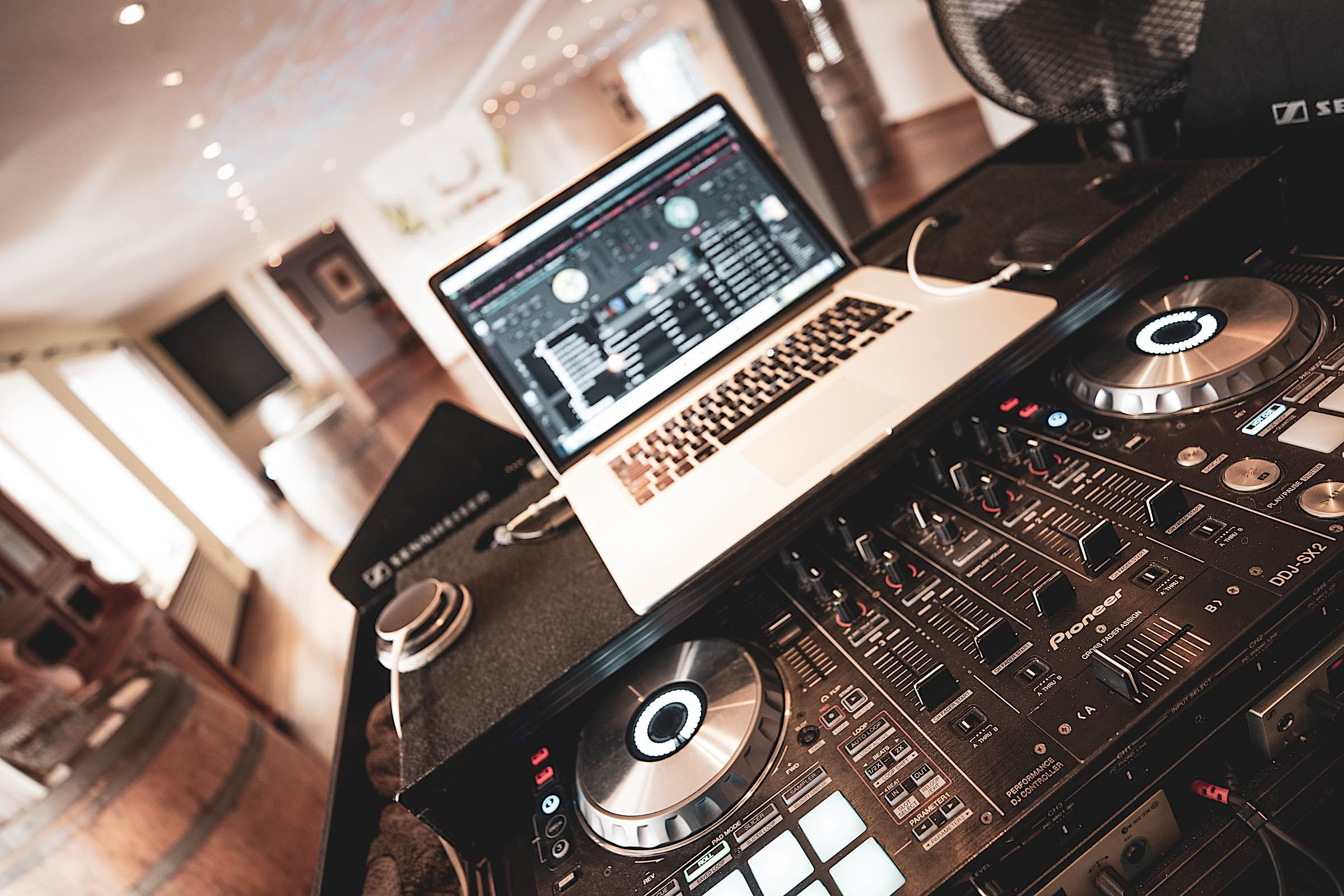 Landhaus | am | See | Restaurant | Restaurant | Referenz | Location | Fotograf | DJ | Technik | DJ | Service | DJ | Hochzeit | DJ | Geburtstaga | DJ | Firmenfeier | Eröffnungstanz | Mieten | Buchen