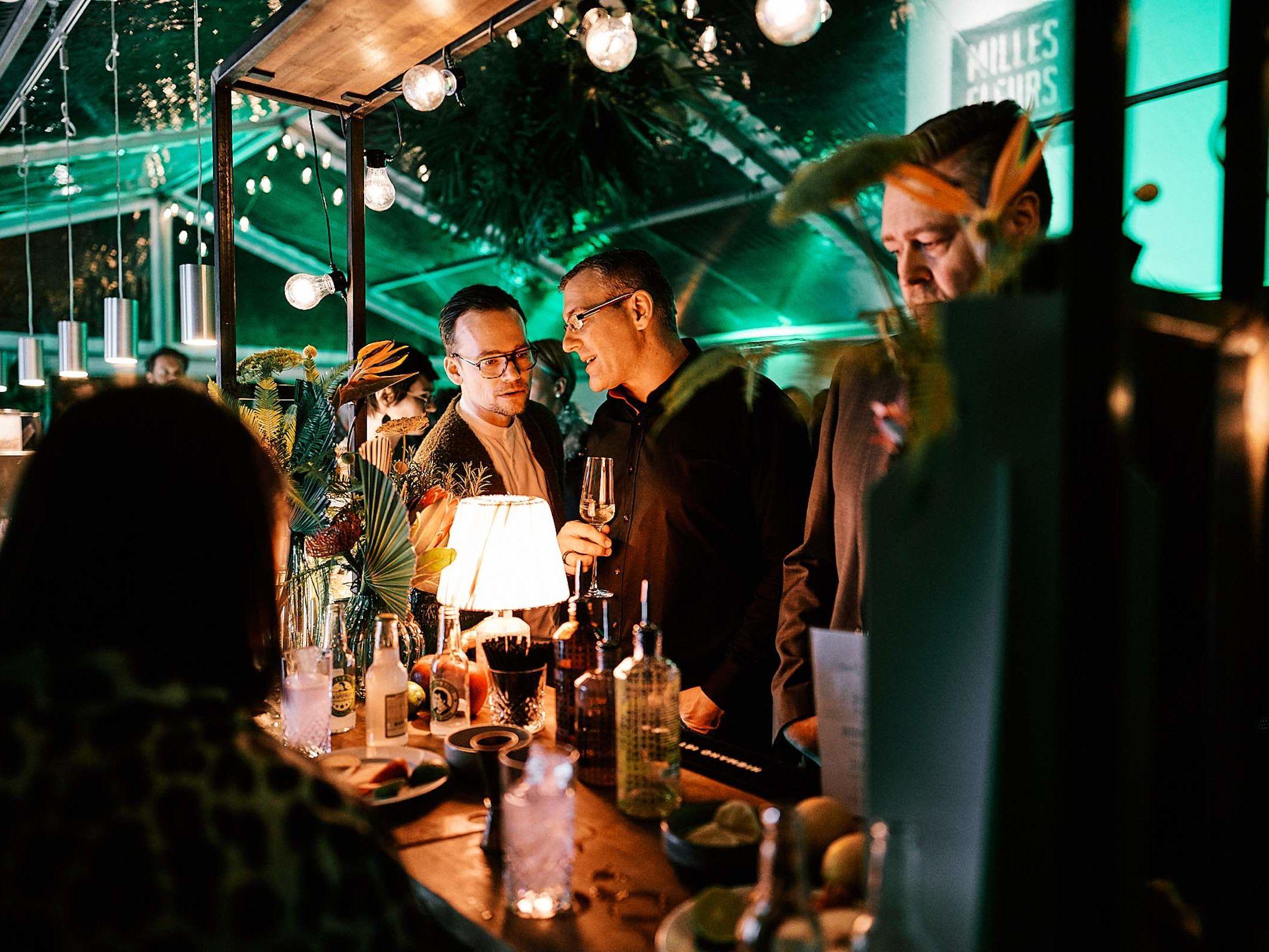 Mobile | Bar | Cocktailbar | Ginbar | Hochzeit | Sektempfang | Barkeeper | Buchen | Mieten | Geburtstag | Foodtruck | Getränke | Catering | Sektbar | Weinbar | Messe | Cocktails