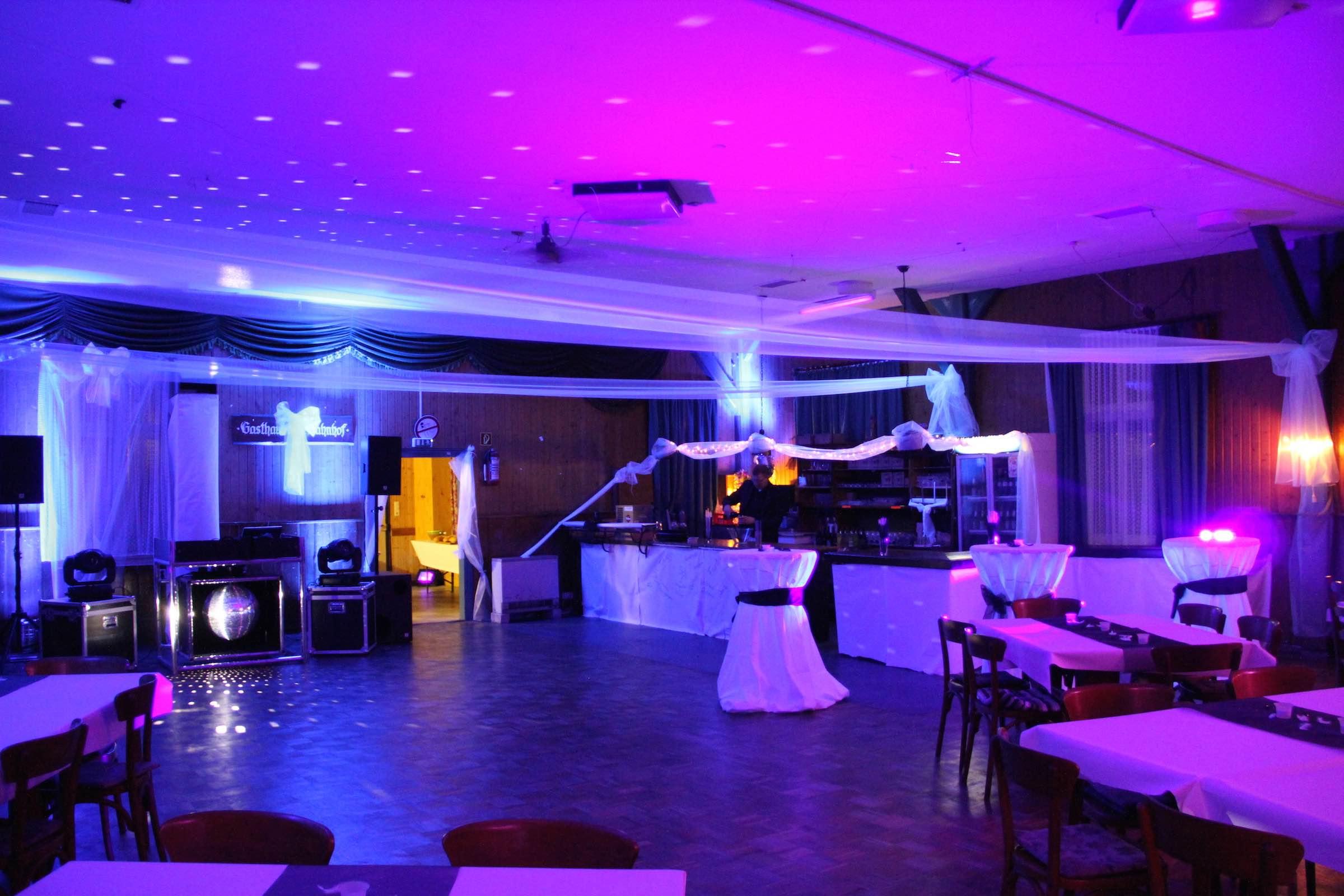 Raumbeleuchtung |Beleuchtung |Hochzeit |Firmenfeier |Messestand |LED |Akku |Spot |Scheinwerfer |Mieten |Buchen |Ambientebeleuchtung |Lehmann |Eventservice