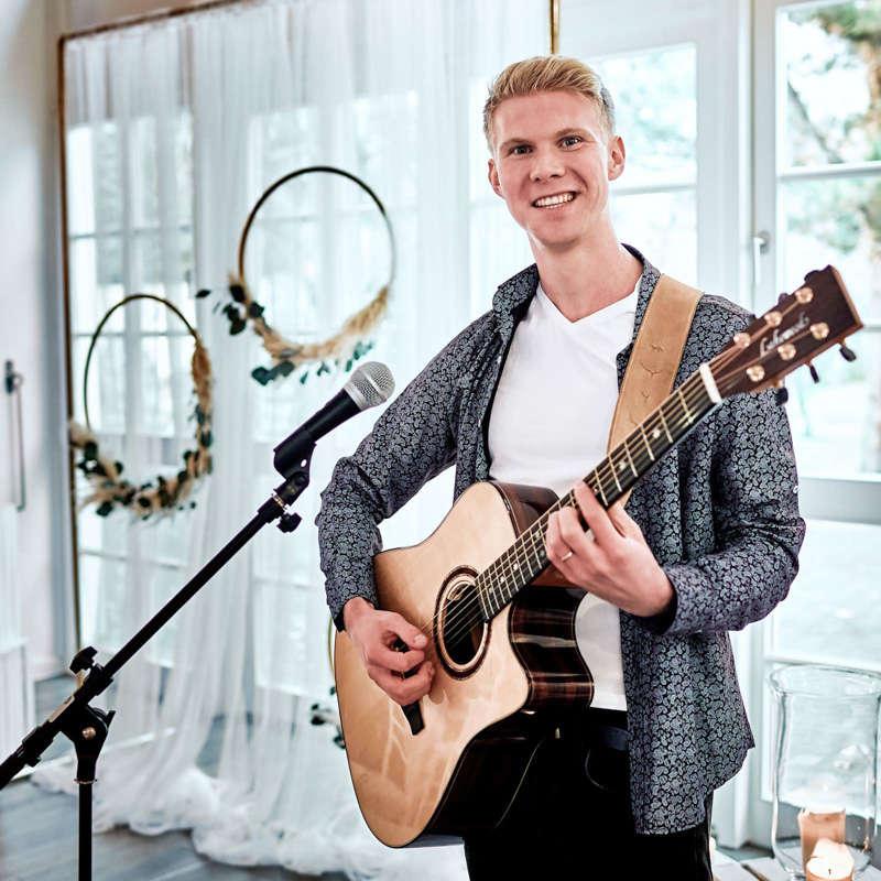 Sänger |Hochzeitssänger |Hannover |Trauung |Kirche |Standesamt |Sektempfang |Gitarrist |Songwriter |Buchen |Mieten |Anfragen |Leon |Braje |Timm |Lehmann