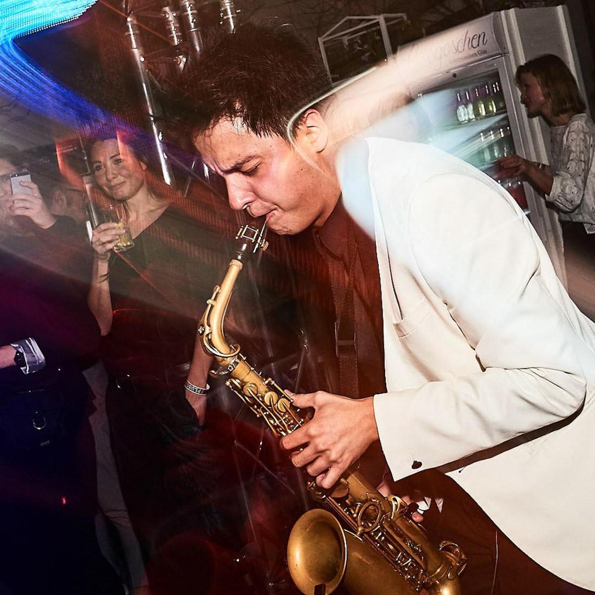 Saxophonist |Saxophonspieler |House |Techno |Electro |DJ |Combo |Party |Highlighte |Buchen |Mieten |Anfragen |Lehmann |Eventservice