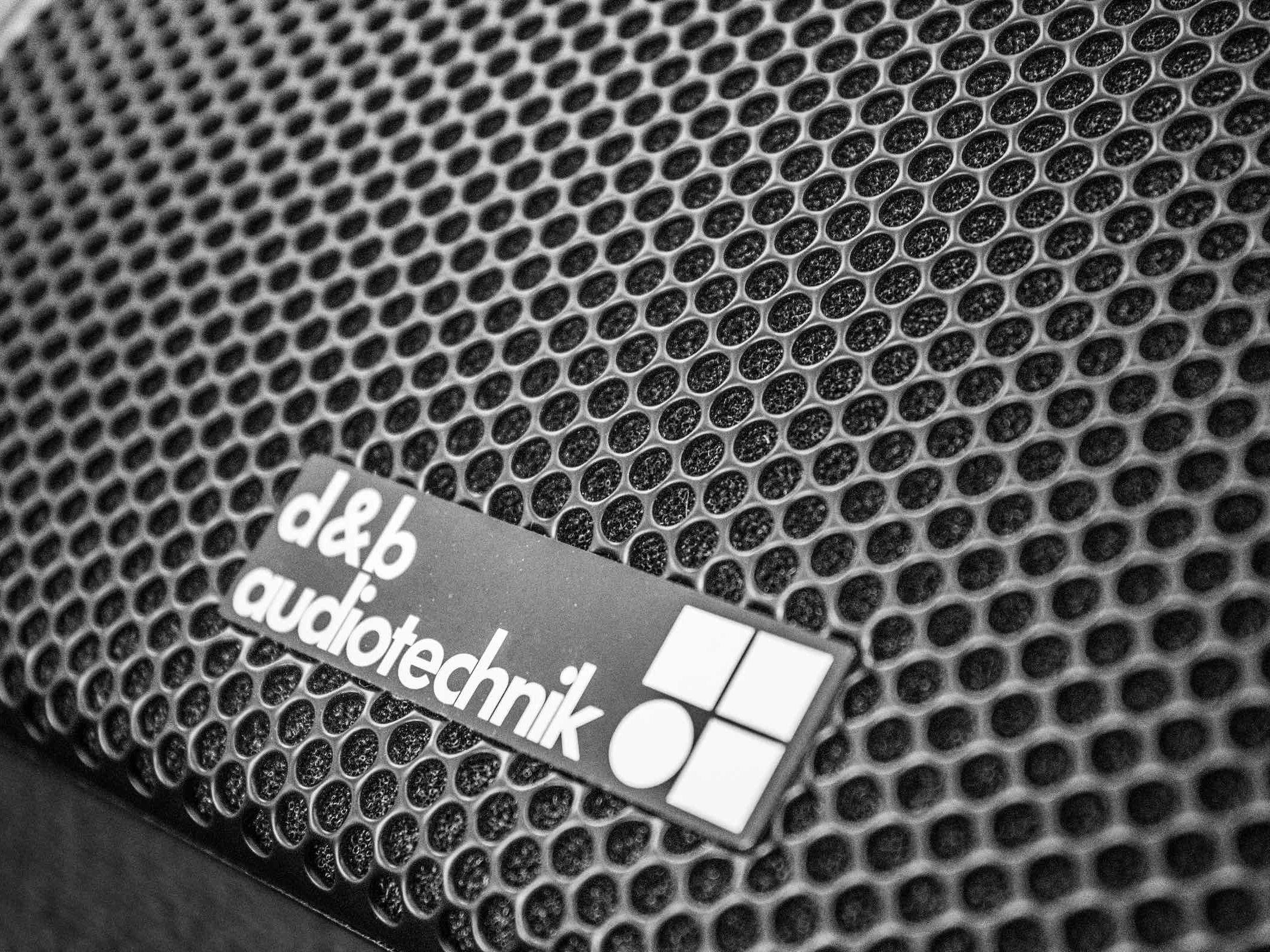 Tontechnik | Hannover | Beschallung | Lautsprecher | Messe | Eventtechnik | Kongress | Gala | Show | Konzert | Tagung | DB | Audiotechnik | Line | Array | Buchen | Mieten | Leihen