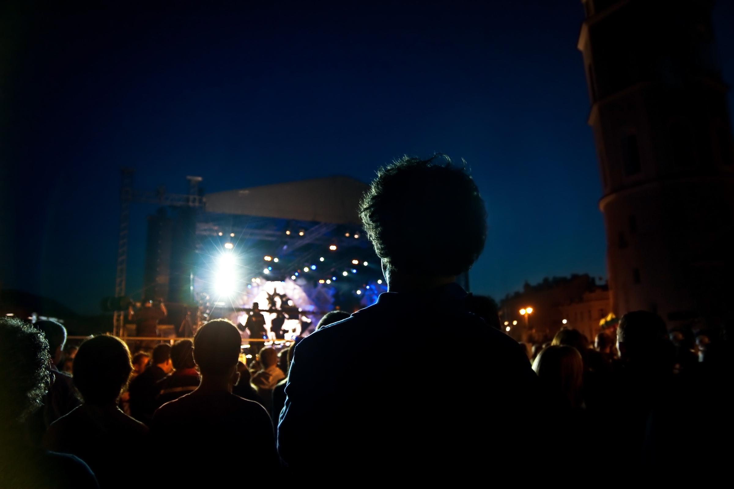 Tontechnik | Hannover | Beschallung | Lautsprecher | Messe | Eventtechnik | Kongress | Gala | Show | Konzert | Tagung | Line | Array | Buchen | Mieten | Leihen