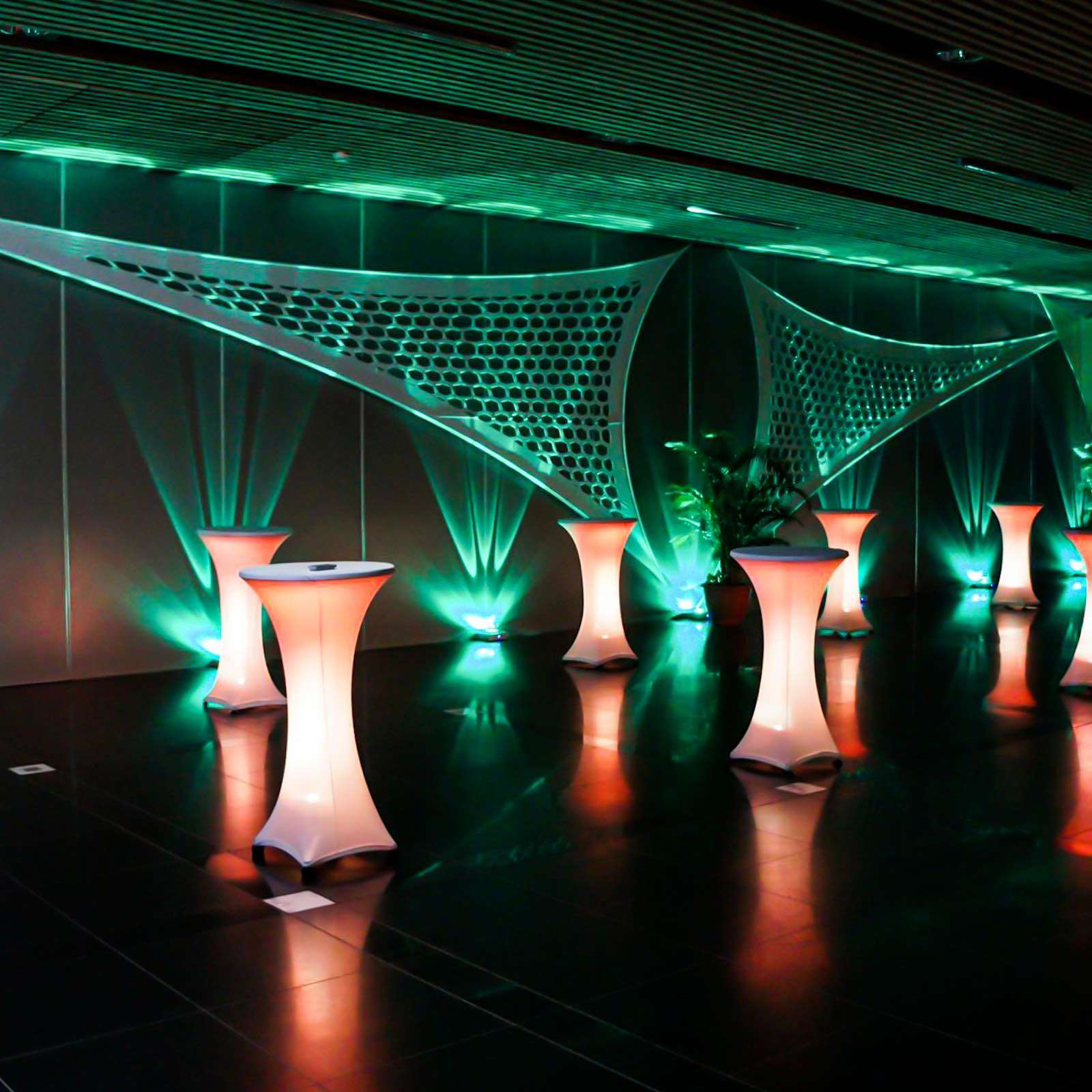 lichttechnik | Indoor | Hannover | Ambientebeleuchtung | Firmenfeier | Gala | Hochzeit | Show | Raumbeleuchtung | Akku | LED | Indoor | Spots | Scheinwerfer | Buchen | Mieten | Lehmann | Eventservice