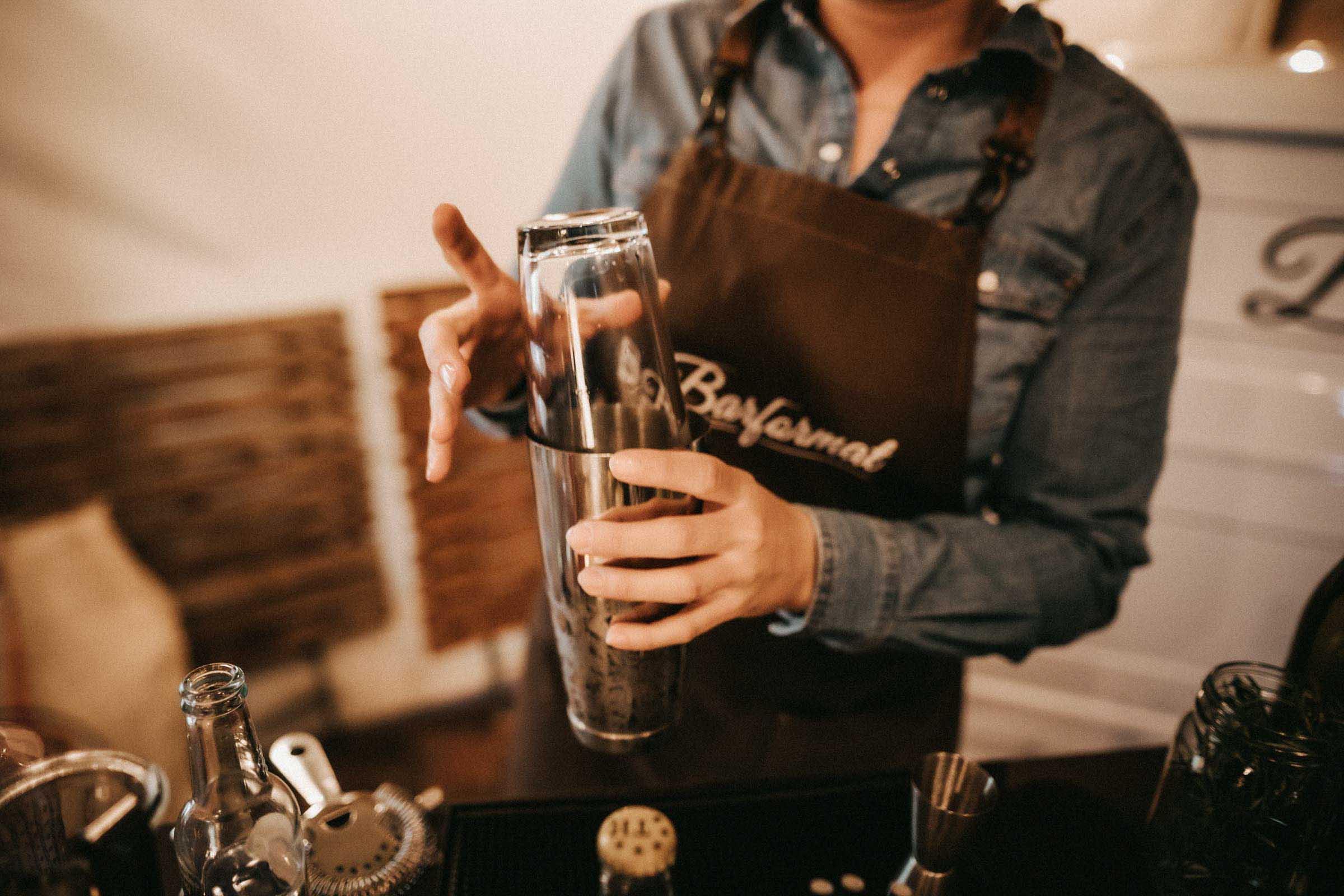Lehmann | Eventservice | Mobile | Bar | Hannover | Hamburg | Bremen | Braunschweig | Cocktailbar | Sektempfang | Bulli | Bar | Hochzeit | Cocktailservice | Barkeeper | Firmenfeiern | Messen | Catering | Food | Truck | Getränke