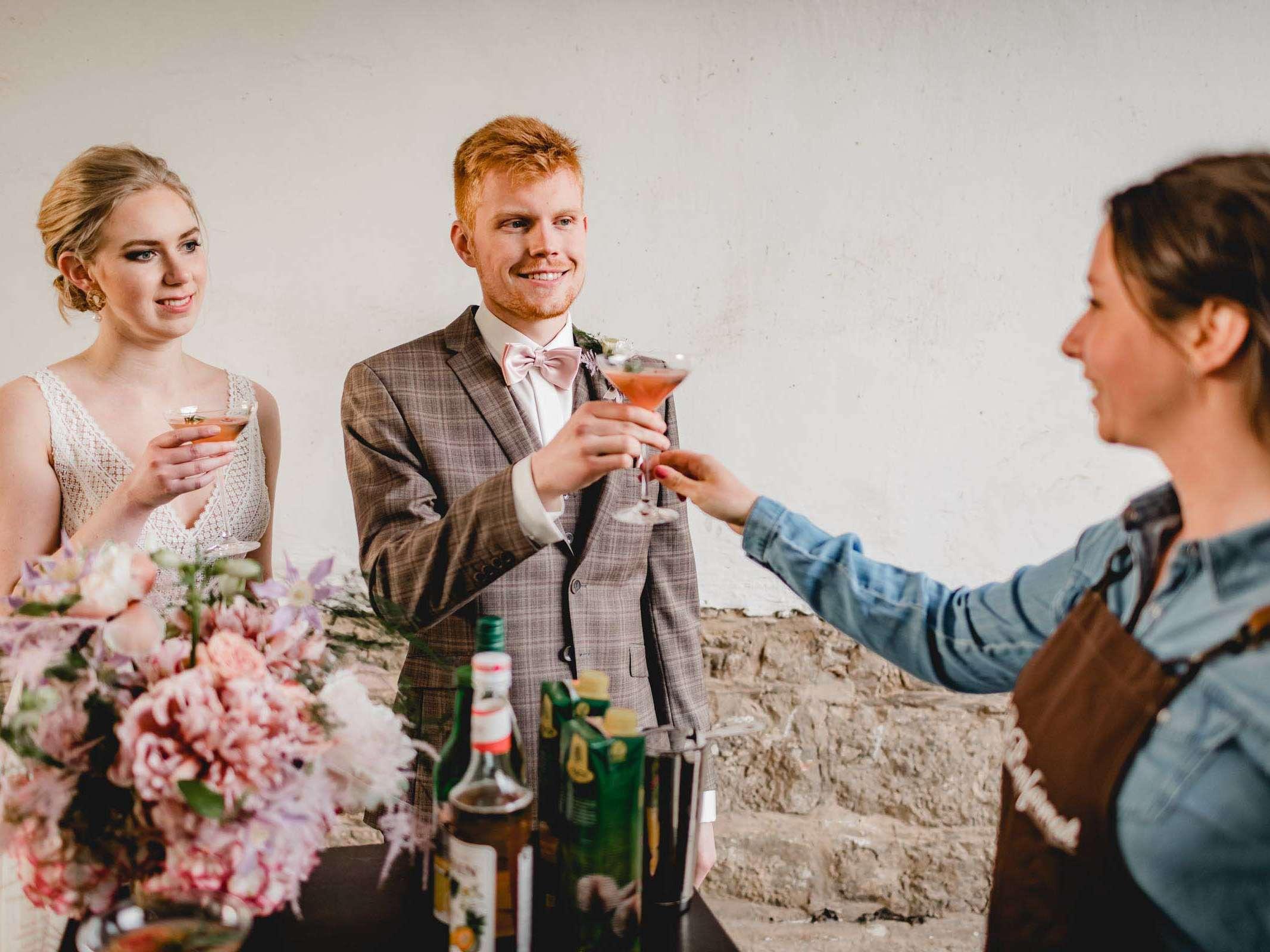Lehmann | Eventservice | Mobile | Bar | Hannover | Hamburg | Bremen | Braunschweig | Cocktailbar | Sektempfang | Bulli | Bar | Hochzeit | Cocktailservice | Food | Truck | Barkeeper | Messen | Firmenfeiern | Catering | Ape | VW